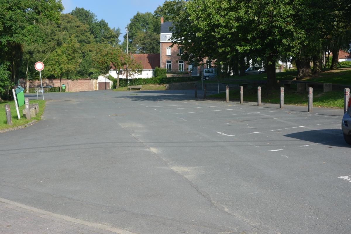 Salle Patria Blanmont - parking et terrain de sport communaux sur la place de la Féchère